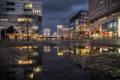 Das farbige Berlin (Colorful Berlin) (berlin-belichtet.de) Tags: longexposure reflection berlin germany puddle cityscape colours olympus alexanderplatz lightreflection mitte spiegelung omd farben langzeitbelichtung pftze em10 stadtlandschaft lichtreflektion omdem10