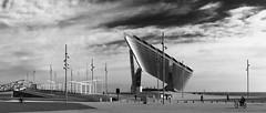 Placa fotovoltaica (Isabel Aguado Rodrguez) Tags: barcelona blackandwhite blancoynegro spain arquitectura europe sony bicicletas catalua panormicas energiasolar diagonalmar monocromtico fotovoltaica ciudadesdeespaa elfrum sonyhx300 puertosdebarcelona