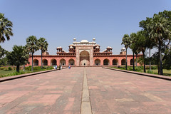 Sikandra, Inde - Tomb of Akbar the Great (GlobeTrotter 2000) Tags: travel india tourism temple asia tomb agra visit mausoleum akbar uttarpradesh thegreat indhu