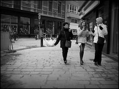 Gent (B) - Lippensplein - 2016/02/24 (Geert Haelterman) Tags: blackandwhite white black monochrome belgium candid streetphotography olympus zwart wit ghent gent gand geert streetshot photoderue straatfotografie photographiederue fotografadecalle strassenfotografie fotografiadistrada haelterman omdem10