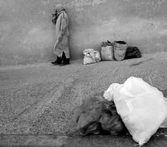 Le fardeau (cafard cosmique) Tags: africa street portrait portraits photography photo foto image northafrica retrato streetphotography portrt morocco maroc maghreb tradition portret marruecos ritratto essaouira marokko marrocos afrique  afriquedunord