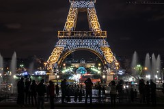 Photographing the tour Eiffel (lucafoscili) Tags: city longexposure travel light sky people paris france tower fountain night landscape outdoors lights ledefrance eiffeltower eiffel toureiffel trocadero