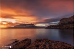Disfrutando del amanecer (Caramad) Tags: longexposure light sea espaa seascape luz marina sunrise landscape mar agua rocks wave amanecer monte olas rocas cantabria wate marcantbrico cerredo
