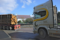 Scania R580 V8 (Mrtainn) Tags: truck scotland highlands alba forestry escocia lorry alban szkocja v8 scania esccia schottland westerross schotland ecosse lochalsh scozia skottland rossshire skotlanti skotland kyleoflochalsh broskos caollochaillse forstwirtschaft esccia skcia foresterie r580 albain skogsbruk iskoya  rawtherapee  lenictwo lochaillse metstalous metsnhoito skovbrug scaniar580 gidhealtachd coilltearachd taobhsiarrois siorramachdrois forstgerte forstwesen  scoia skogindustri skogvesen lraidh scaniar580v8  enginyeriaforestal lesnictv  ingenierademontes basotze umarstvo selvicoltura macdiarmidhaulage sy14aym