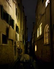 Venezia - Rio de la Guerra (giovannipiccioli) Tags: venice light rio night de la pano guerra du ponte palazzo venezia notte canale verticale pozzi benedetti fondamenta ruga racchetta segreta priuli racheta