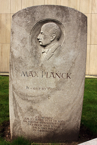 "Max-Planck-Denkmal (01) • <a style=""font-size:0.8em;"" href=""http://www.flickr.com/photos/69570948@N04/26536383656/"" target=""_blank"">Auf Flickr ansehen</a>"