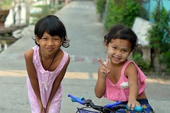 pretty girls (the foreign photographer - ) Tags: girls two portraits children thailand nikon pretty bangkok bang bua khlong bangkhen d3200 feb202016nikon