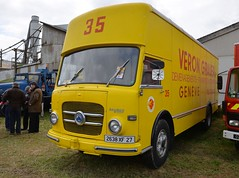 """Fourgon intgral Dmnagements """"VERON, GRAUER SA"""" (xavnco2) Tags: show old france yellow jaune truck french suisse meeting exposition lorry camion integral trucks normandie van removal eure 2016 autocarro fourgon anciens saurer vhicules pantechnicon leneubourg dmnagements pontfire rassemmblement s2df"""
