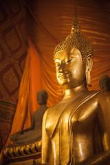 Thailand - Golden buddhas (Cyrielle Beaubois) Tags: thailand temple bangkok buddhism thalande asie bouddhisme 2015 canoneos5dmarkii cyriellebeaubois