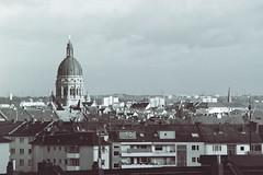 Christuskirche in Mainz (ansehen) Tags: city urban white 3 black building church analog view flat kirche grau sw mainz praktica schwarz ausblick christus huser neustadt dcher weis christuskirche dtl weitblick dtl3