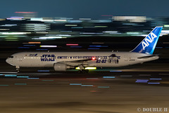 Itami Airport at night 2016.1.31 (3) JA604A / ANA's STAR WARS JET (B767-300) (double-h) Tags: airplane ana starwars observationdeck itamiairport  itm b767  osakaairport b767300    rjoo  ef70200mmf4lisusm specialpainting ja604a    lasora eos7dmarkii