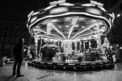 Gira y gira el carrusel de la vida (J Fuentes) Tags: bw white black blancoynegro lights luces blackwhite movement flickr save tiovivo carrusel