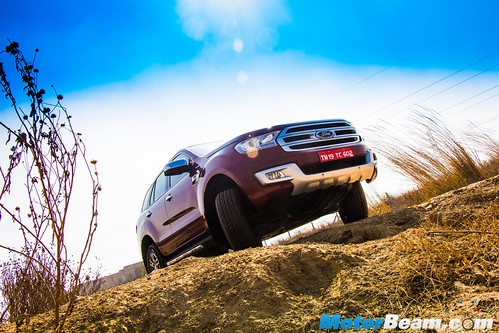 2016-Ford-Endeavour-16
