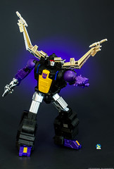 FT13_Merc_Shrapnel_fendoff (Weirdwolf1975) Tags: podcast transformers masterpiece shrapnel mercenary insecticon ft13 fanstoys tfylp