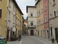 2011 04 24 Marche - Visso_0321 (Kapo Konga) Tags: italia borgo marche citt visso