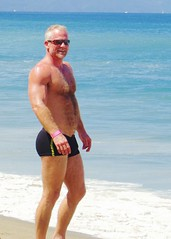 IMG_1075 (danimaniacs) Tags: shirtless hairy man hot sexy guy beach smile pecs muscle muscular trunks speedo swimsuit stud mansolo