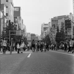 img0272 (John Smith Fitzgerald) Tags: film japan rollei zeiss tokyo d76 hasselblad 500c 日本 東京 akihabara planar 秋葉原 carlzeiss hasselblad500c 自家現像 vsystem rpx400