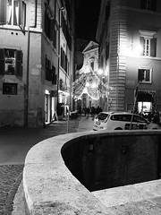 Roma_Notturno_222_1718 (Dubliner_900) Tags: bw rome roma monochrome nightshot streetphotography olympus biancoenero lazio notturno micro43 handshold mzuikodigital17mm118 omdem5markii