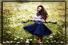 Pongamos de moda la Felicidad - Amparo Garca Iglesias (Amparo Garcia Iglesias) Tags: white flores color primavera yellow photos amarillo vida fotos alegria garcia iglesias margaritas amparo balco