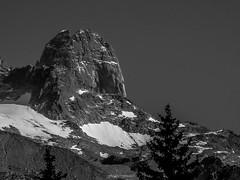 Les Drus en Toute Discrtion (Frdric Fossard) Tags: nature alpes granite rocher moraine lesgrandsmontets hautesavoie lesdrus nv massifdumontblanc paroirocheuse nichedesdrus