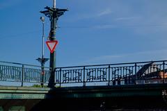 Give Way (John fae Fife) Tags: belgium xe2 fujifilmx