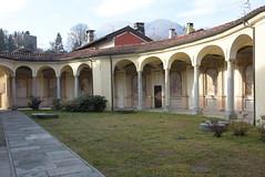 Porticato delle cappelle. - Mergozzo (Vb) Piemonte, Italia. (frank28883) Tags: colonne colonnato porticato viacrucis mergozzo cappelle verbanocusioossola lagomergozzo