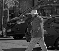 Le cowboy tire  blanc (p.franche) Tags: brussels urban blackandwhite white man blanco monochrome hat car vintage europe belgium belgique minolta noiretblanc bokeh sony negro snapshot bruxelles voiture beercan chapeau dxo brussel zwart wit hdr schaarbeek schaerbeek homme streetshot  instantan belge schwarzweis mustavalkoinen inbiancoenero minoltalens sonyalpha100 svartochvitt flickrelite  bestofbw  objectifminolta pascalfranche pfranche skancheli