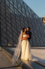 Paris - le Louvre (Fabinambule) Tags: paris canon 100 1855 mariage 75 lelouvre pyramidedulouvre 100d fabienensarguex