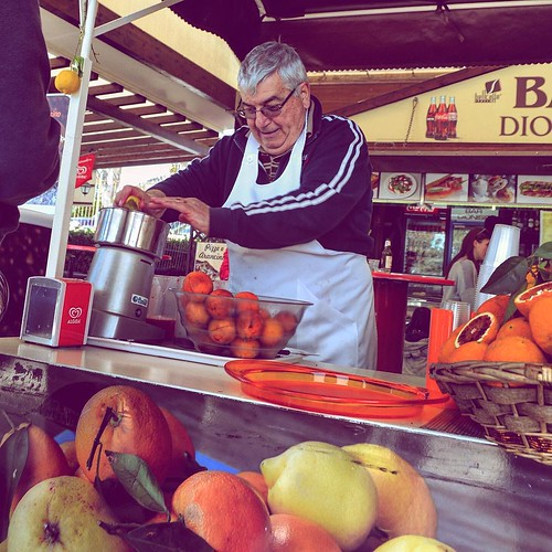 Delicious chilled blood oranges and lemons juiced fresh to order, amazing taste! #Syracuse #sicily #Italy #mediterranean #orangejuice #bloodoranges