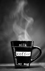 El olor de un buen caf (Carlos Javier Prez) Tags: bw blancoynegro coffee caf nikon bn mug taza humo smellsgood olor nikond90 nikond90bw oloracaf nikond90bn