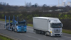 MM 02 AUE & T700 ECM (panmanstan) Tags: truck wagon mercedes volvo motorway yorkshire transport lorry commercial vehicle freight m62 haulage whitley hgv