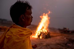_DSF8185 (travelstreetmodel) Tags: travel india fire indian reflect hindu hinduism cremation bihar burningwood travelphotography indianman travelportrait sonepur indiantravelphotography travelphotographyindia fuji23mm fujixt1
