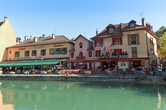Quai Perrire - Annecy (France) (Meteorry) Tags: france annecy water june bar restaurant evening eau europe turquoise centre center bistro canals glacier soir taverne hautesavoie 2015 rhnealpes meteorry thiou quaiperrire canneaux matrekanter lemunich tavernedematrekanter auvergnerhnealpes quaidusemnoz