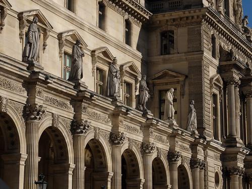 Statues au Louvre