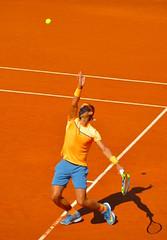 Rafael Nadal sacando en la final, Barcelona. (eustoquio.molina) Tags: barcelona sport tennis tenis deporte rafael nadal