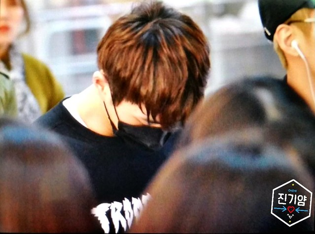 160328 Onew @ Aeropuerto de Incheon {Rumbo a China} 26080713775_7a2e0cde9f_z