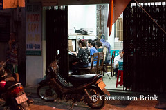 Hue after dark (10b travelling) Tags: shop night asian evening asia asien southeastasia vietnamese central streetphotography vietnam asie hue perfumeriver indochine indochina 2015 hu nguyn snghng tenbrink carstentenbrink iptcbasic 10btravelling