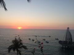 Atardecer Emperador Hotel & Suites (Emperador Vallarta Hotel & Suites) Tags: atardecer sunsets atardeceres playalosmuertos zonaromantica atardecerenvallarta atardecerenpuertovallarta muellodelosmuertos