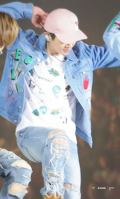 160410 Onew @ 'SHINee WORLD 2016 DxDxD in Hiroshima' 26515390215_9c8146989d_z