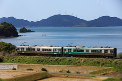 Running on the seaside (Teruhide Tomori) Tags: railroad sea japan train landscape coast countryside seaside railway jr  local  fukui obama japon       seihama  theobamaline