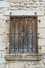20160423 Provence, France 02563 (R H Kamen) Tags: france window grille vaucluse buildingexterior provencealpesctedazur rhkamen