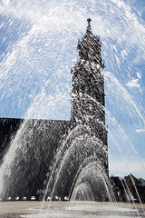 Magdeburg Cathedral (Tobias Mnch) Tags: city sky urban church water fountain germany deutschland cathedral dom magdeburg sachsenanhalt