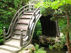 Japanese arched bridge (lisafree54) Tags: bridge white green japan architecture garden japanese scenery arch free scene structure curved cco curving freephotos
