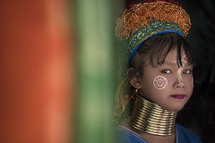 s 2015 Nov24_Long Neck Young Girl_DSC_6975 (Andrew JK Tan) Tags: portrait orange green colors girl pretty sweet young longneck chiangmai brass