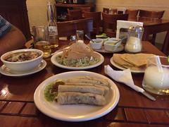 """Oaxaca: un guacamole, une soupe de maïs, et des tacos à la vapeur <a style=""""margin-left:10px; font-size:0.8em;"""" href=""""http://www.flickr.com/photos/127723101@N04/25080579124/"""" target=""""_blank"""">@flickr</a>"""