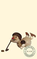Schneemann, Hocky, liegend (ratags) Tags: advent rats engel pyramide weihnachtspyramide schneemann weihnachtsdekoration weihnachtsschmuck hocky schwibbogen teelichter leuchter bergmann bilderrahmen blumenkinder liegend spieluhr raeuchermann adventsschmuck lichterhaus holzkunst winterkinder fensterbild gluecksbringer lichterbogen tischdekoration raeuchermaennchen fensterdekoration baumbehang spieldose raumleuchte raeucherhaus aufstecksterne waermespiel bogenpyramide tannanbaum fruehlingspyramide erzgebirgischeholzkunst doppelschwibbogen fensterbildbeleuchtet raeucherpilz momenteinholz adventsringe glockenpyramide kirchenpyramide wandpyramide spanbaumpyramide dreieckpyramide achteckpyramide hauspyramide giebelpyramide himmelspyramide strauchbehang