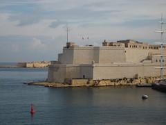 MALTA. El Puerto.Vittoriosa.188 (joseluisgildela) Tags: puerto malta murallas