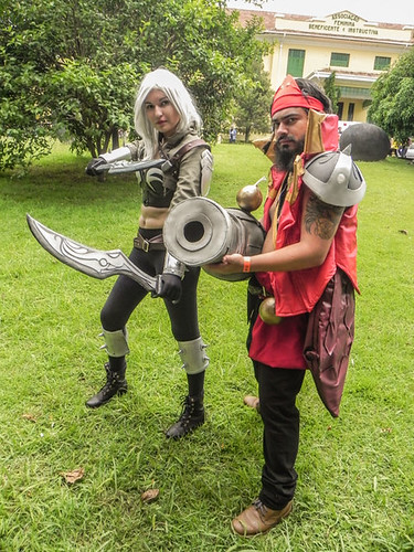 ressaca-friends-2015-especial-cosplay-19.jpg