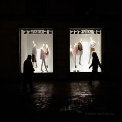 Zara (miguelangelortega) Tags: street people espaa luz shop shopping noche calle nikon gente streetphotography personas valladolid tienda lucesysombras showcase zara comercio 1755 escaparate textil zonacomercial d7100 fotografadecalle