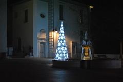 Pau, place de la Dportation. (Claudia Sc.) Tags: place lumire pau fontaine nuit dportation barn